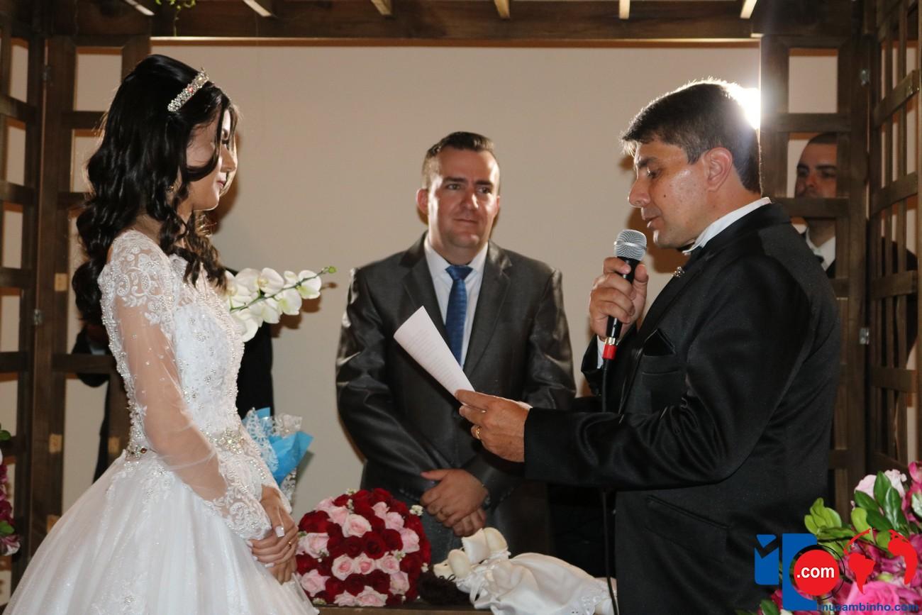 d452ca060 Casamento de Andressa e Renato foi realizado neste sábado, 15/12 ...