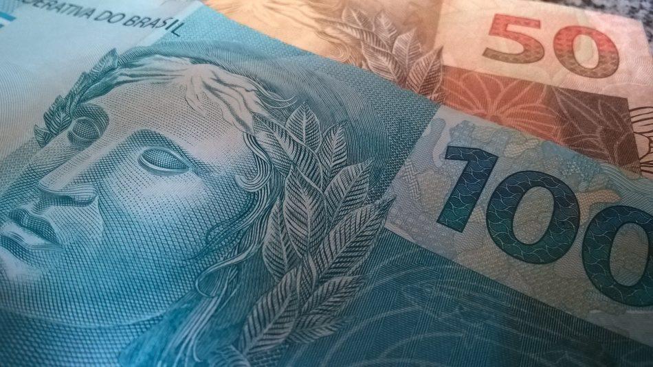 money-2387280-1920-950x535
