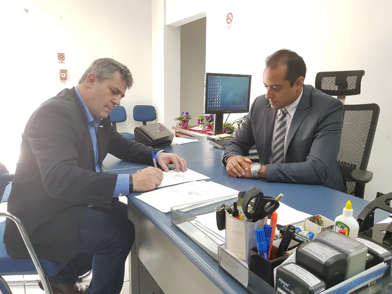 Reitor_do_IFSULDEMINAS__e_delegado_da_Receita_Federal_assinam_parceria