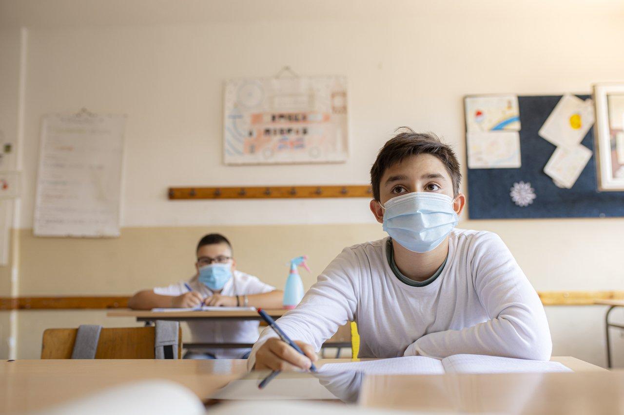 coronavirus-experiencias-internacionais-sala-de-aula-abre-gettyimages