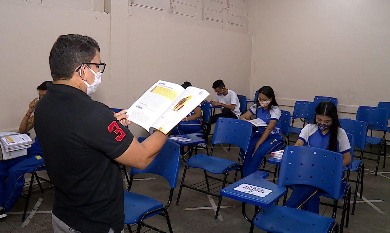 Professor dá aula em Manaus
