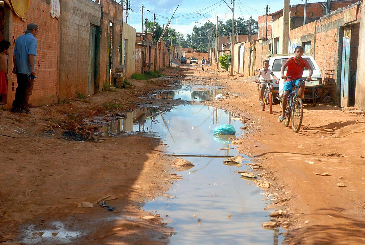 bairro-pobre-saneamento1172136572617203712
