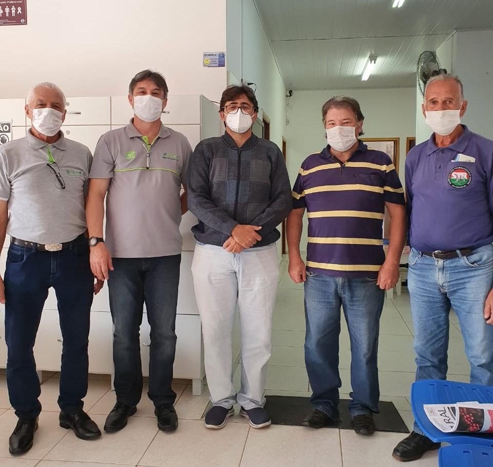 Equipe do Sicredi e do Sindicato dos Trabalhadores Rurais de Nova Resende (1) (1)
