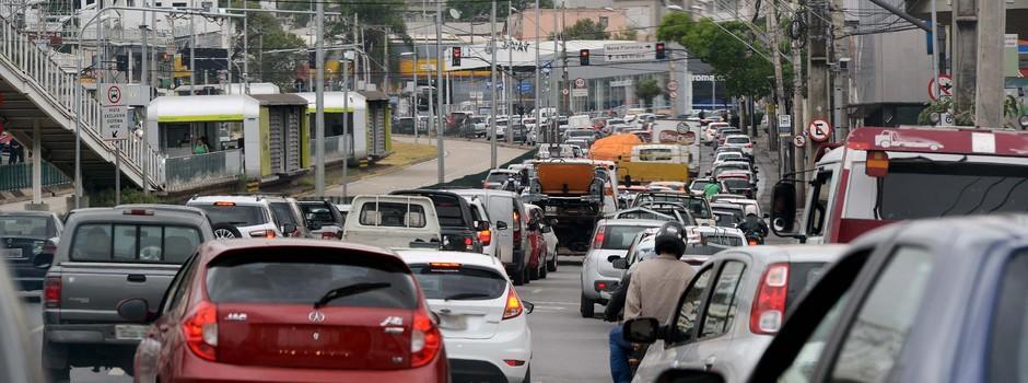 carro_ipva_estacionamento_garagem_vaga_veículo__transito_semáforo_engarrafamento_automóvel_caminhão_moto_placa_-_GIL_LEONARDI_(812)_(1)